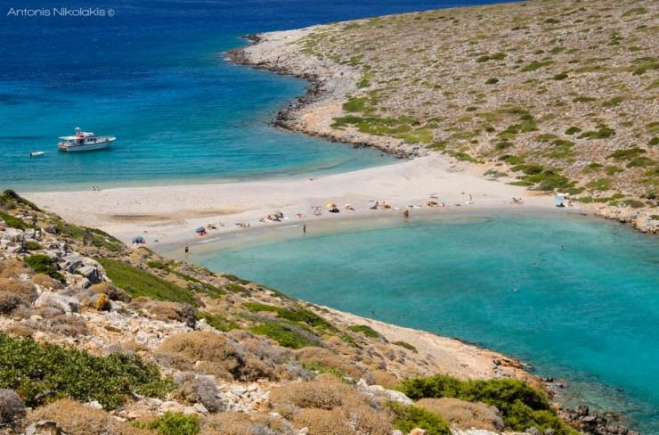 Greece is one of the favorite summer holiday destinations. With tens of islands it boasts thousands of beaches. And each one of them is greater than the other. However, here is our top with only ...