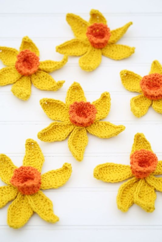 I have gathered a little collection of free crochet patterns, that are perfect for spring!! There is a variety of small and big projects that will make you excited about spring!
